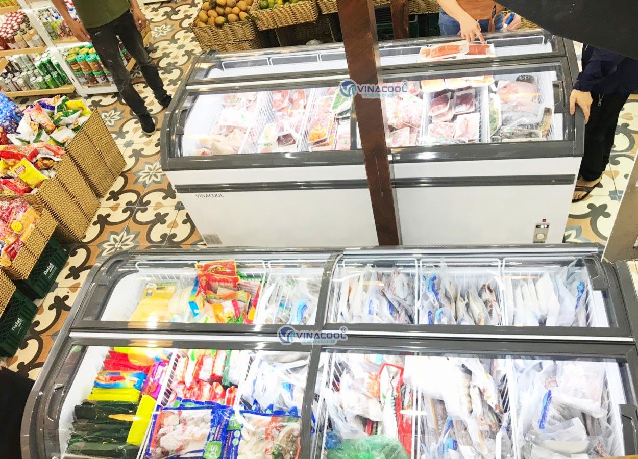 tủ đông trưng bày thực phẩm kính cong
