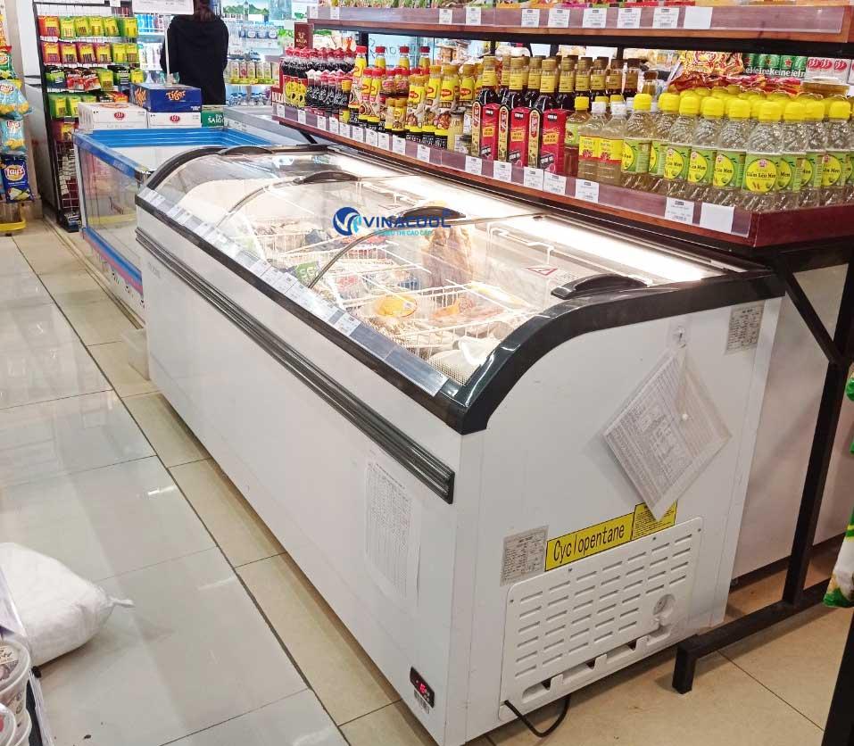 tủ đông siêu thị kính cong dài 2m