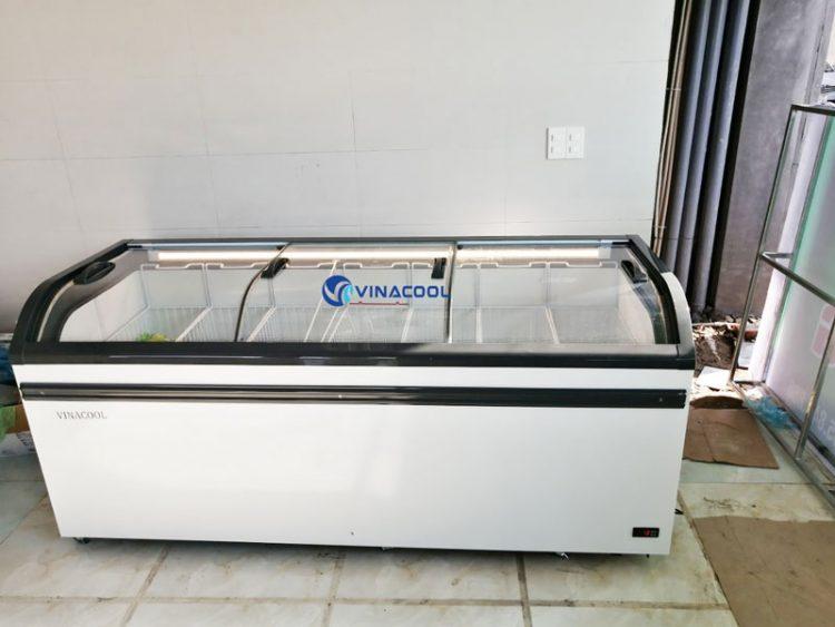Tủ đông mặt kính cong nằm 3 cửa kính Vinacool